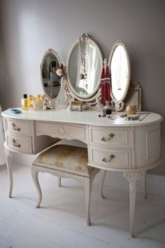 Victoria Sullivan's dressing table found at Portobello Market #vanity #vintage