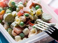 Meetvursti-pastasalaatti Pasta Salad, Food Inspiration, Meal Prep, Good Food, Food And Drink, Vegetarian, Healthy Recipes, Meals, Snacks