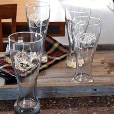 The Bear 22 oz. Etched Pub Style Beer Glass will bring a sense of natural sophistication to your next beer sipping experience.