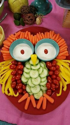 Good vegetable tray for a Halloween party Owl Veggie rezepte snacks 9 Stuffed-Avocado Recipes For Almost Every Meal of the Day Cute Food, Good Food, Funny Food, Funny Fruit, Funny Humor, Snacks Für Party, Party Appetizers, Bug Snacks, Party Trays