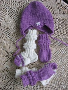 Villen ystäväperheeseen syntyi tyttö, pieni söpöläinen. Kun nyt oli kohde, jolle neuloa, niin pienet vauva-asusteet tein tyttöselle. BabyUll... Baby Knitting Patterns, Crafts To Do, Winter Hats, Childhood, Crochet Hats, Kids, Handmade, Barn, Long Scarf