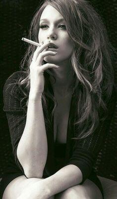 818 mejores im genes de cute smoking girls cigars smokers y actresses rh pinterest com