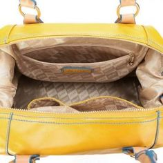 Optymistyczny kuferek w kolorze bananowym