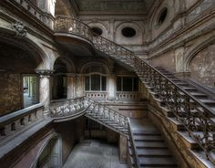 Stairs in Decay - Amazing staircase inside an abandoned castle.