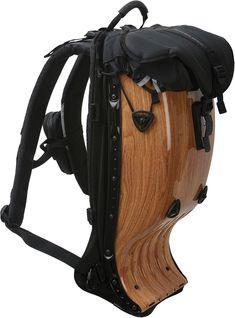 Pour 2013, Boblbee propose son sac à dos pour la moto en finition feuillue et boisée /// A beautiful wooden backpack by Boblbee