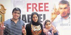 La femme et les enfants de Nabeel Rajab lors d'un événement de soutien en 2013 © Amnesty International