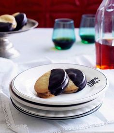 Spanish biscuit recipe for alfajores payes (chocolate and dulce de leche cookies).