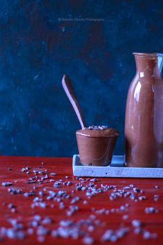 Smoothies mit Bananen hab ich wohl am liebsten, sie werden wunderbar cremig und schmecken einfach großartig. Ein süßes Frühstück, dass auch während des Tages gegessen werden kann. Umso weniger Milch ihr für diesen Smoothie verwendet desto cremiger wird er. Die Hauptzutat dieses Smoothies sind Bananen, roher Kakao und Mandelmilch. Je …
