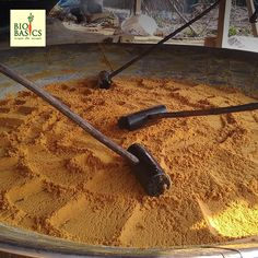 Discover how unrefined iron rich jaggery powder containing molasses is made through this short video. It is an ecologically sustainable alternative to. Farmers, Powder, Alternative, Iron, Sugar, Face Powder, Irons, Homesteads, Steel