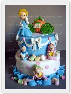 Cinderella, mice #Disney #cake  Bolo falso Cinderela