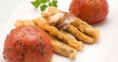 Receta de Chicharro rebozado con tomates asados