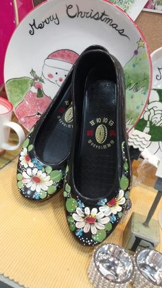 Coolest Shoes Ever, Rubber Shoes, Painting Patterns, Folk Art, Diy And Crafts, Doors, Flower, Projects, Fashion