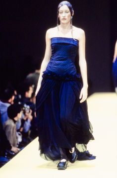 Comme des Garçons Spring 1993 Ready-to-Wear Fashion Show - Marie Sophie Wilson-Carr