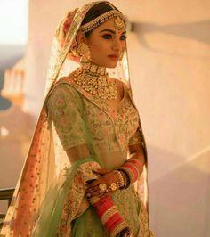 couple poses for indian wedding photography pdf Indian Bridal Outfits, Indian Bridal Lehenga, Indian Bridal Fashion, Indian Bridal Wear, Indian Designer Outfits, Indian Wear, Indian Wedding Jewelry, Bridal Jewellery, Designer Bridal Lehenga
