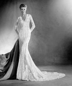 Elva - Wedding dress with a V neck