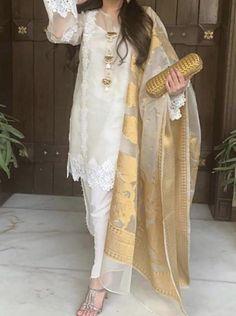 Pakistani Fancy Dresses, Beautiful Pakistani Dresses, Pakistani Fashion Party Wear, Pakistani Dress Design, Pakistani Outfits, Fancy Dress Design, Stylish Dress Designs, Frock Design, Designer Party Wear Dresses