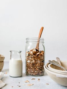 Homemade Granola: zwei einfache Varianten – sophieschoices Granola, Glass Of Milk, Cereal, Breakfast, Food, Food Food, Recipies, Morning Coffee, Essen