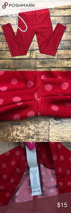 Lularoe OS Leggings Pre-owned in good condition, Items are inspected for damage prior to listing and shipping. Item is in great condition unless noted.  if you have any questions, please don't hesitate to ask - I will respond to you as quickly as possible. No returns   NOT a consultant! Fast shipping M-F!! Same day if purchased before 12:30noon PST and anything after will ship next day! LuLaRoe Pants Leggings