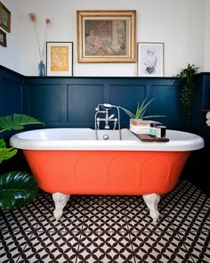 That orange roll top though…. Jim Berg - Best Home Deco Eclectic Bathroom, Bathroom Interior, Colorful Bathroom, Red Bathroom Decor, Living Room Decor Eclectic, Bathroom Goals, Bathroom Colors, Modern Bathroom, Bathroom Accessories