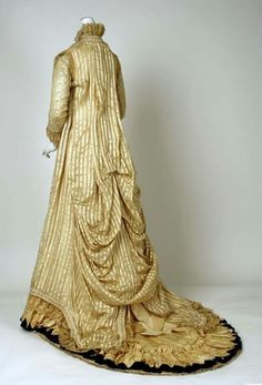 1880 silk tea gown. Metropolitan Museum of Art.