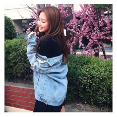 BLACKPINK's Jennie is definitely one of the most fashionable girls in K-Pop, and even when she's not on stage, she really shows it. Blackpink Jennie, K Pop, Mamamoo, Kpop Girl Groups, Kpop Girls, Black Pink ジス, Kim Jisoo, 2ne1, Celebs