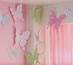 DIY butterfly wall decor - PB kids inspired/copied - for a fraction of the cost! (from Two Crazy Cupcakes) Butterfly Room, Butterfly Wall Decor, Butterfly Party, Paper Butterflies, Giant Butterfly, Butterfly Kids, Butterfly Mobile, Diy Butterfly Decorations, Butterfly Shape