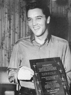 """Elvis receives the award for his supporting work in  Charity projects  -  at Graceland by members of the """" Tau Kappa Epsilon """" connection of the Arkansas State College. Rick Husky, Don DeArmen, Jeff Sheraer and Robert Howe the """"Man of the Year"""" Award . 24.10.1960"""