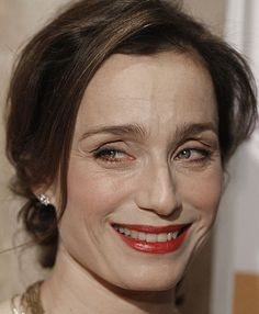 KRISTEN SCOTT THOMAS -- an English actress who has also acquired French nationality. At one time married to a Frenchman, she has lived in France for so long that she acts in French occasionally! Kristin Scott Thomas, Woman Back, Wise Women, English Actresses, Aging Process, Aging Gracefully, Your Turn, True Beauty, Most Beautiful Women