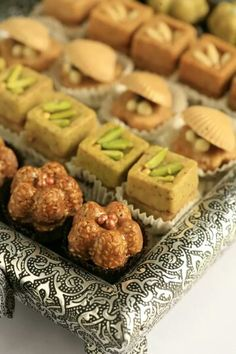 Skills Needed To Become A Patisserie Chef Turkish Sweets, Arabic Sweets, Arabic Food, Eid Cookies Recipe, Cookie Recipes, Patisserie Fine, Tunisian Food, Tunisian Recipe, Dessert Packaging