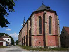 Klosterkirche Sankt Johannes der Täufer in Mariaburghausen bei Haßfurt ().  Etwas südlich von Haßfurt gibt es einen kleinen Ort mit dem Namen Mariaburghausen hier war bis zum 16. Jahrhundert ein Zisterzienserinnenkloster. In der Kirche werden heute Konzerte abgehalten und teilweise werden dort noch Trauungen durchgeführt. Die ehemaligen Wirtschaftsgebäude werden immer noch für die Landwirtschaft genutzt.  Normalerweise ist die Kirche verschlossen doch wir trafen glücklicherweise die nette…