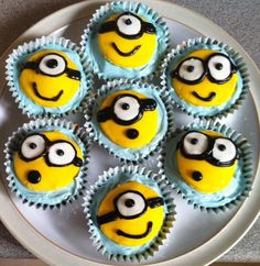 These are amazing!!  Despicable Me Minions Cupcakes