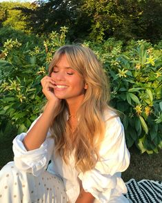 Matilda Djerf hair style: bangs with curls and volume. Reminds me of Brigitte Bardot's hair! Hairstyles With Bangs, Pretty Hairstyles, Peinados Pin Up, Pelo Natural, Long Hair With Bangs, Dream Hair, Hair Dos, Hair Trends, New Hair
