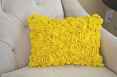 Whats ur Accueil Histoire: Les cercles de feutre Oreiller, comment faire un oreiller de cercle de feutre, un oreiller jaune