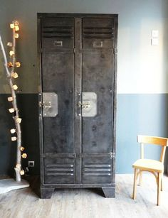 Industriele lockerkast #industrial #interior  Storage....Bibles, table caddies, band music