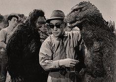 King Kong Vs Godzilla behind the scenes photo of Ishiro Honda King Kong Vs Godzilla, Godzilla Vs, Anthony Perkins, Sci Fi Horror, Horror Films, Michael Myers, Kurosawa Akira, Old Posters, Por Tras Das Cameras