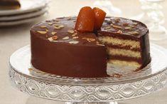 Μια ανάλαφρη σοκολατένια τούρτα/κέικ νηστίσιμη για να απολαύσετε όλοι την αγαπημένη σαςσοκολάτα και να μη τη στερηθείτε ούτε τις μέρες της νηστείας. Μια Greek Sweets, Greek Desserts, Party Desserts, Greek Recipes, Vegan Sweets, Sweets Recipes, Easter Recipes, Cake Recipes, Cyprus Food