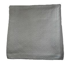 down etc®  Queen Arabian Sea Blanket Throw, White -http://www.amazon.com/dp/B009LH0UVW/ref=cm_sw_r_pi_dp_3RqAtb1KYKZHTAVK