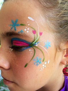 Frozen Anna Halloween face paint ideas 2015 - flower, snowflake - You will love these great 2015 Halloween face paint by hashtagseverywhere Maquillage Halloween, Halloween Makeup, Halloween Face, Disney Face Painting, Body Painting, Frozen Face Paint, Frozen Makeup, Disney Makeup, Kids Makeup