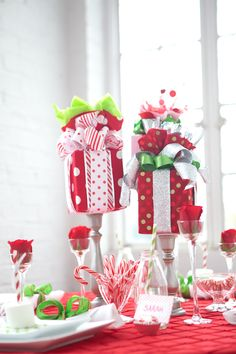 holiday decor ideas #holidaycenterpieces http://www.weddingchicks.com/2013/12/17/holiday-table-decor-ideas/