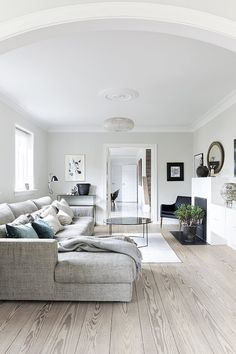 To get a light and airy look in the livingroom, the danish designer Louise Eeg has chosen a small coffee table with a mirror surfface. Scandinavian Sofas, Modern Scandinavian Interior, Living Room White, New Living Room, Luxury Interior, Interior Design, Interior Styling, Luxury Living, Modern Living
