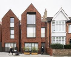 BuildingArchitecture Initiative reflects the suburban context in an apartment development in south-west London Architecture Today, English Architecture, Brick Architecture, Residential Architecture, Victorian Architecture, Modern Brick House, Brick Construction, Townhouse Designs, Suburban House