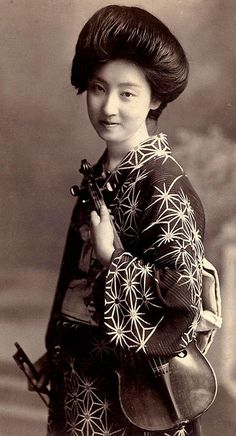 Portrait of a Geisha with violin, ca. Geisha, Geiko, and Maiko are trained in classical Japanese arts, including music and dance. Vintage Pictures, Old Pictures, Old Photos, We Are The World, People Around The World, Japanese Beauty, Japanese Lady, Japanese Geisha, Japanese Kimono