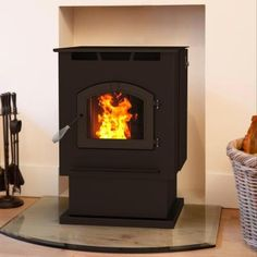 Pleasant Hearth pellet burning stoves will warm your heart and your home with highly efficient and effective indoor zone heating. This stove has been EPA certified with a efficiency rating. Rv Wood Stove, Wood Pellet Stoves, Gas Stove, Arctic Blast, Cast Iron, It Cast, Free Gas, Wood Pellets, Chrome Handles