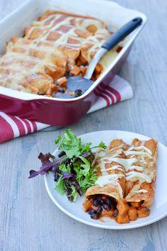 Enchiladas-on-plate Healthy Eating Recipes, Vegan Dinners, Vegetarian Recipes, New Recipes, Whole Food Recipes, Plant Based Diet, Plant Based Recipes, Bean Enchiladas