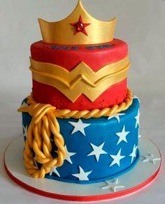 bolo da mulher maravilha
