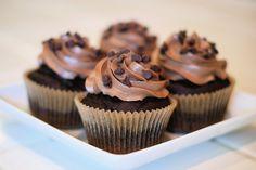 Sarah Bakes Gluten Free Treats: gluten free chocolate cupcakes
