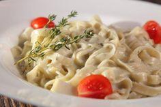 Pasta con crema di tonno e olive - Ricetta di Fidelity Cucina Pasta Al Pesto, Gnocchi, Macaroni And Cheese, Spaghetti, Food And Drink, Cooking, Ethnic Recipes, Philadelphia, Dadi