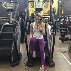 Um caso de amor com essa escada!  Back day lindoooo de se ver  cardio. O que faltou de força ontem hoje sobrou!  Por isso sempre falo nem todo dia estamos 100% mas faça o maximo que puder.  _______________________________________  #camilamissbikini #bikinicompetition #bikinifitness #teampannain #teamgustavootto #gactionteam #teamgaction #atletabikini #atletagaction #experimenteopoder #gaction #missfitbrasil #fitzeestore #besuperhot #clinicanewestetic #juproenca #asiangarden #uplayfitness