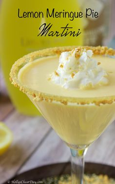 Lemon Meringue Pie Martini - HOLLY'S CHEAT DAY Delectable cocktail that tastes just like a piece of lemon meringue pie. Cocktail Drinks, Fun Drinks, Yummy Drinks, Healthy Drinks, Cocktail Recipes, Lemonade Cocktail, Alcoholic Beverages, Vanilla Vodka Drinks, Vodka Mixed Drinks
