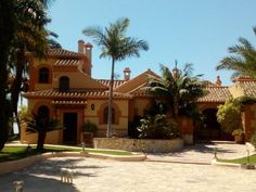 1,690,000 Euros - Miami style luxury villa for sale 8 bedrooms La Herradura, Costa Tropical de Granada with awesome sea view, separate apartment and sauna. Offered by Malaga Estates yet not located in the province of Malaga. It is located just a few kilometers east of Malaga province along the Costa Tropical de Granada. La Herradura is famous for its very beautiful bay. From this villa for sale with 8 bedrooms in La Herradura you enjoy fabulous views over that whole famous bay. A total of 5…